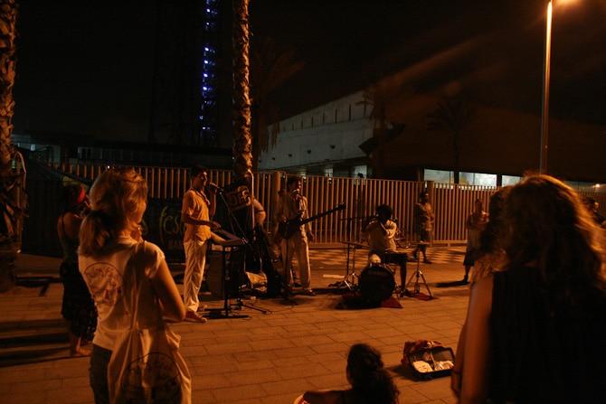 barcelona by night 8325 Det svänger framåt natten